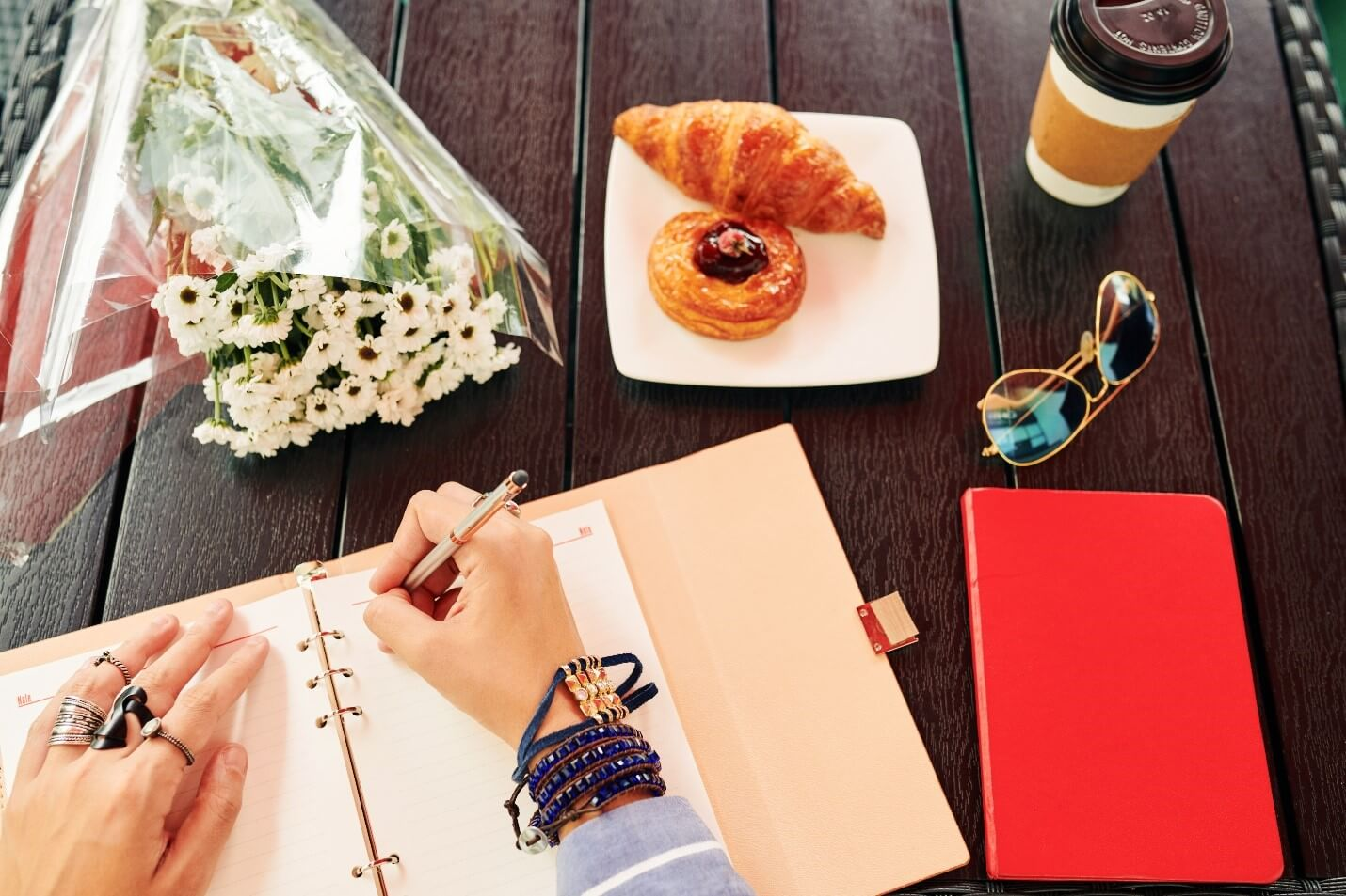 Our 10 Favorite Gratitude Journals to Appreciate Your Friends and Loved Ones